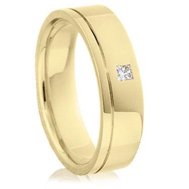 Gold princess cut diamond ring