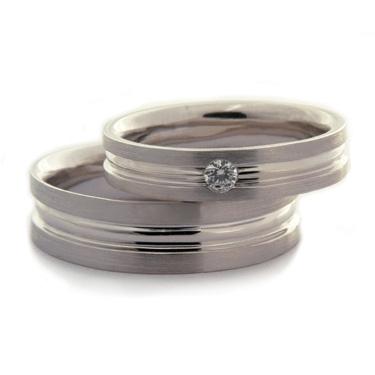 Brilliant cut diamond set wedding ring