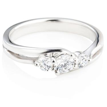 Brilliant Cut Diamond Trilogy Ring