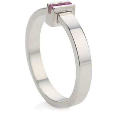 Ring with 3 Pink Sapphires