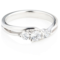 Brilliant Cut Diamond Trilogy Ring