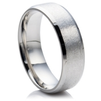 Steel wedding ring with beveled edges and matte center
