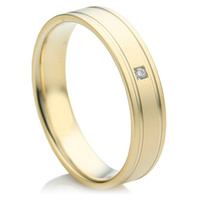 Flat comfort fit, yellow gold diamond wedding ring set