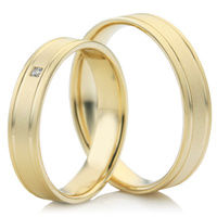Decorative Wedding Ring Set in Yellow Gold