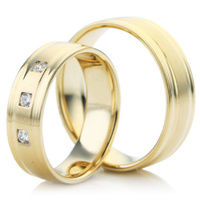 Yellow Gold Wedding Ring Set with Grooves
